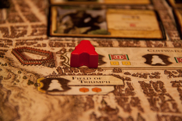 The fantastically detailed game board brings Waterdeep to live.